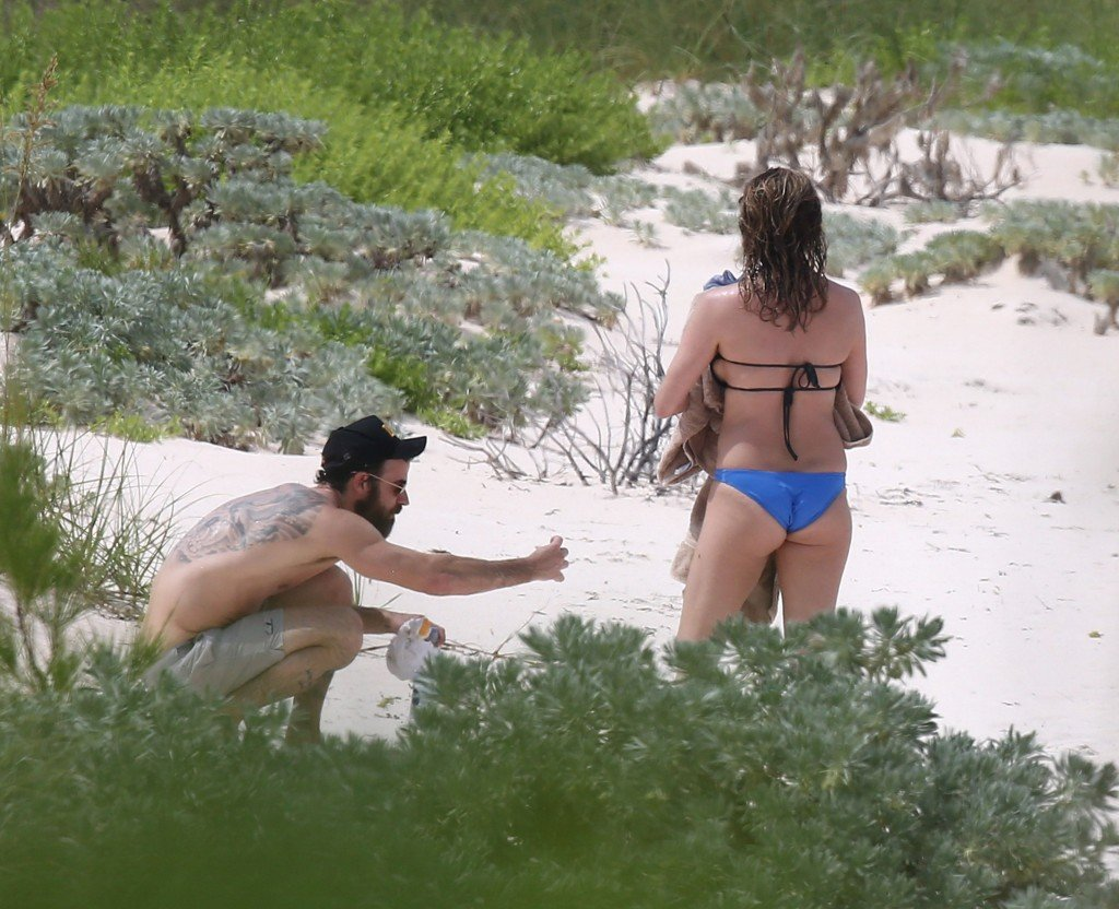 Jennifer aniston nude beach pics
