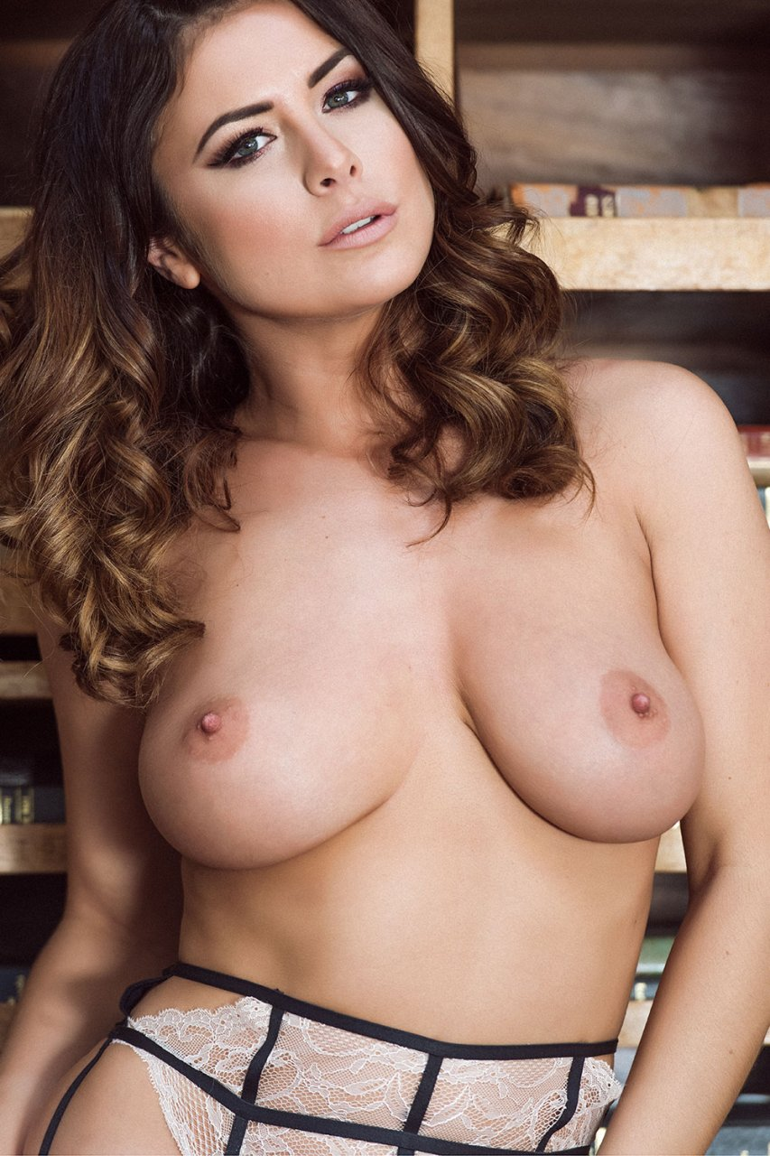 kelly hall nude