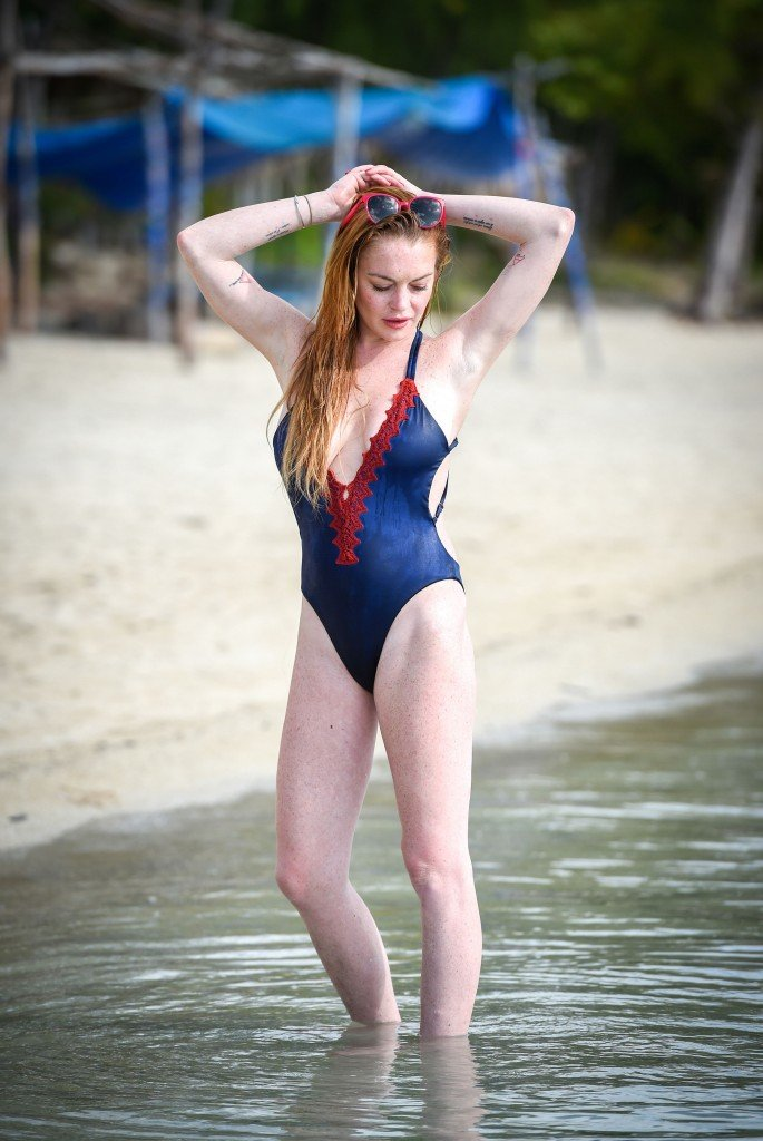 Lindsay Lohan in a Swimsuit (13 Photos)