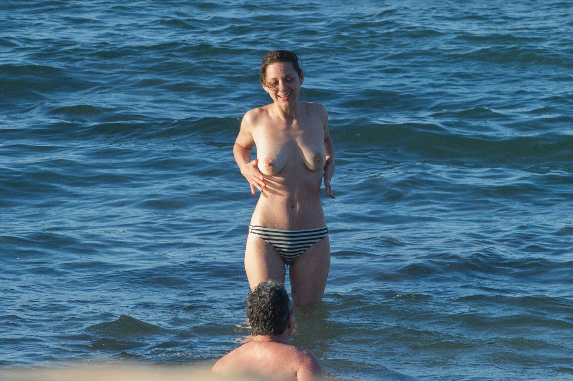Marion Cotillard Sexy Pics