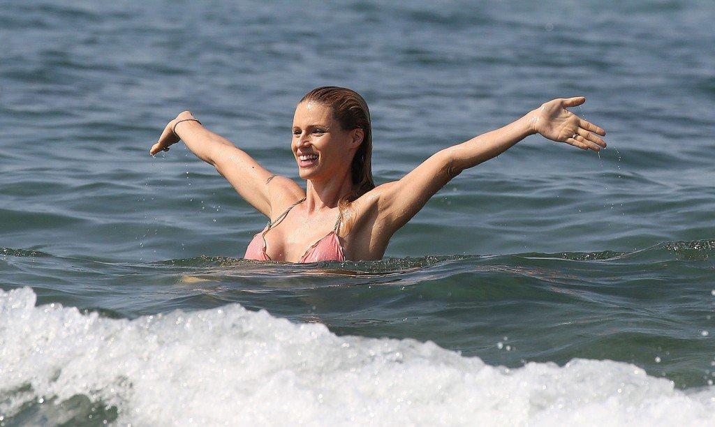 Michelle Hunziker in a Bikini (15 Photos)