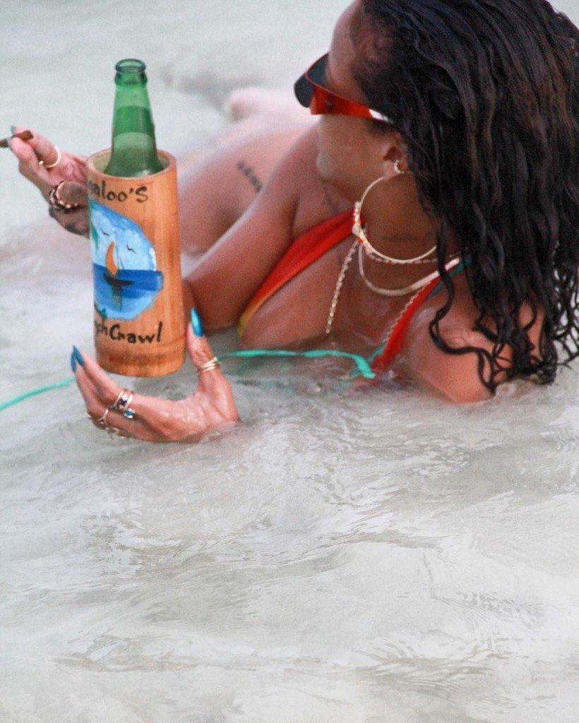 Rihanna Sexy (12 Photos)