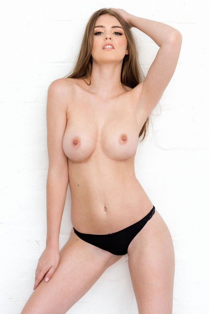 Rosie Danvers Sexy & Topless (4 New Photos)