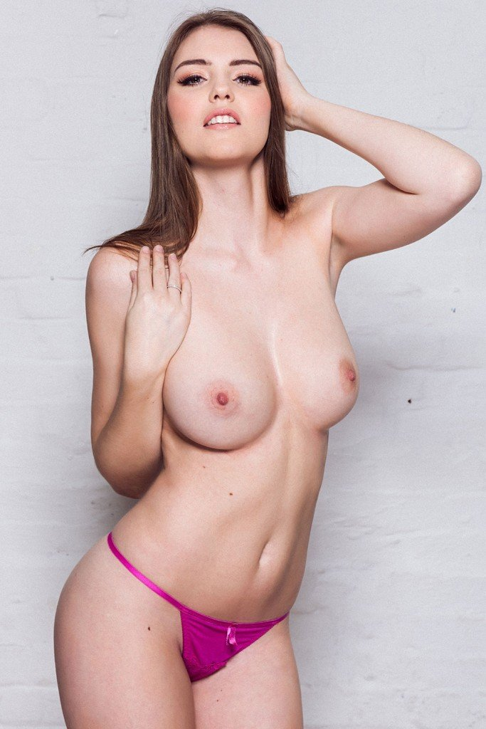 Rosie Danvers Sexy & Topless 4