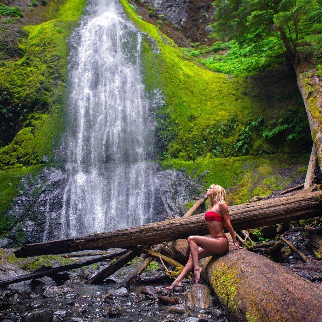 Sara Underwood Sexy (2 Photos)