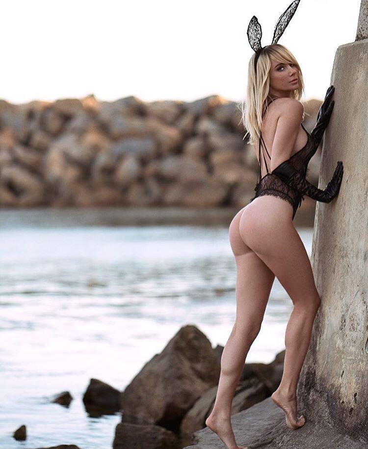 Sara butt nudity, big fat black butts naked