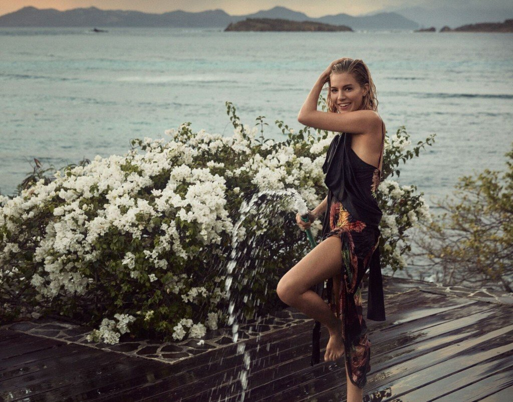 Sienna Miller Sexy & Topless 12