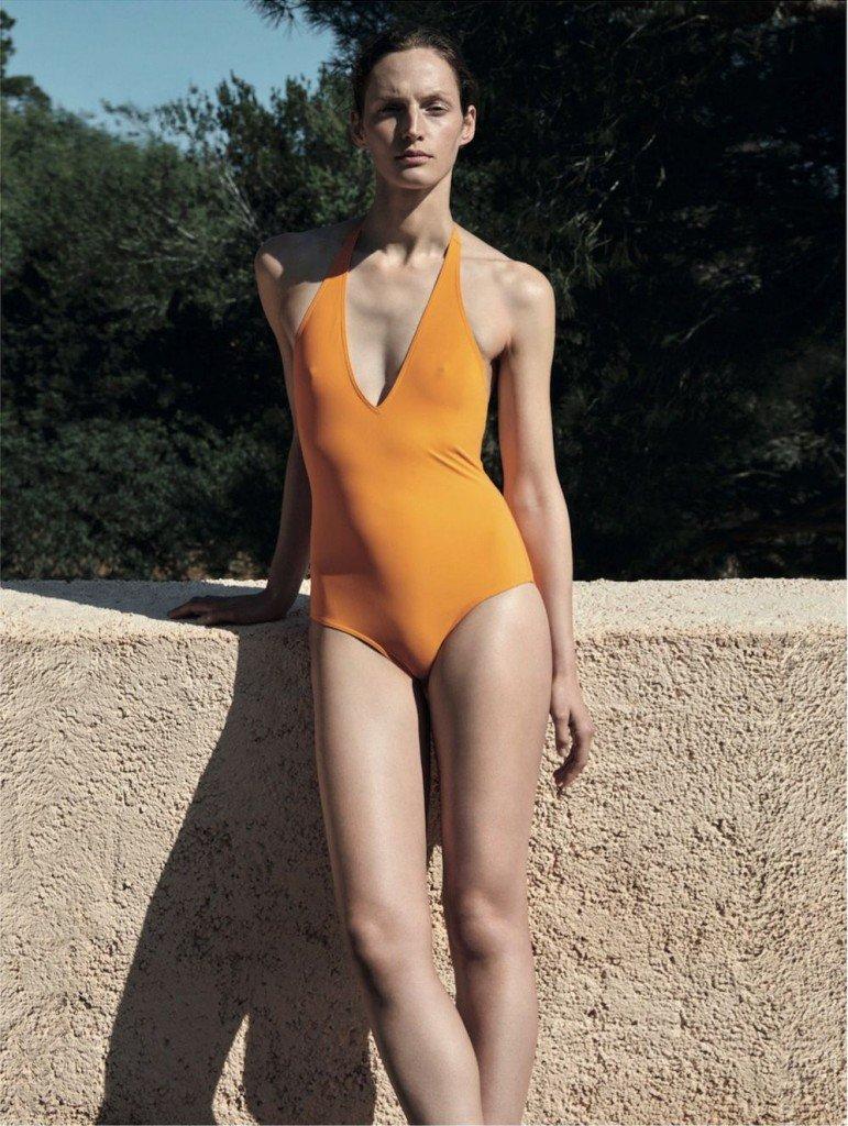Vivien Solari Sexy & Topless (5 Photos)