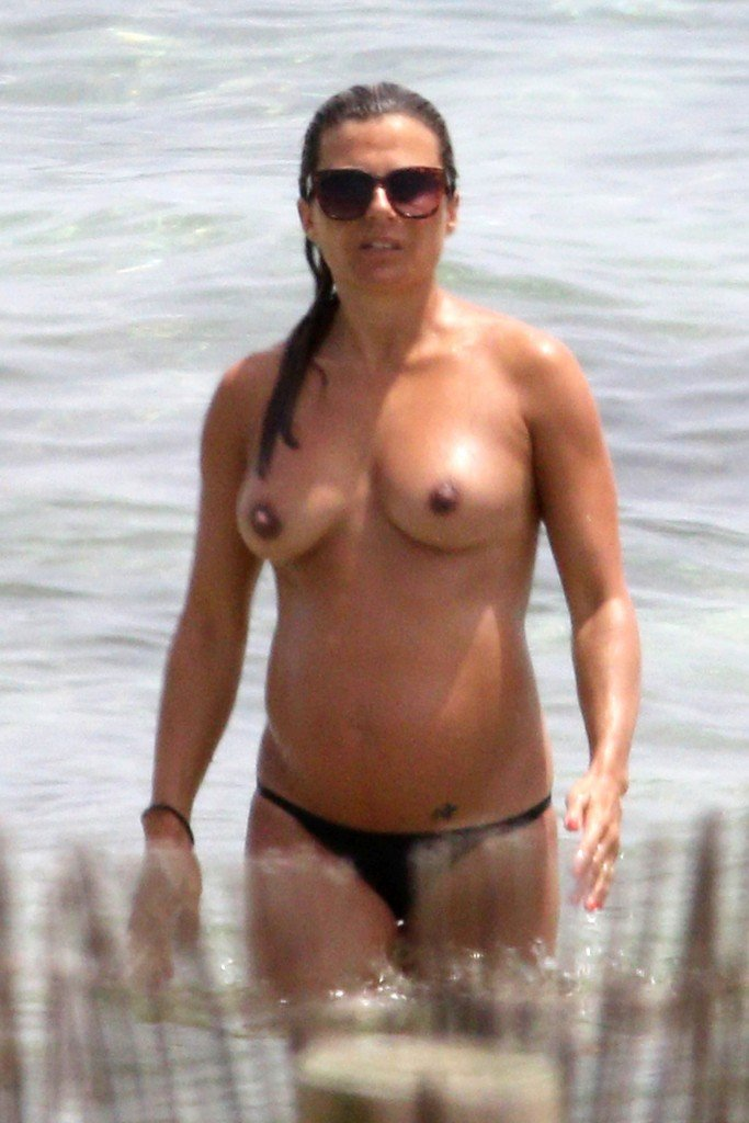 Zoe Hardman Topless 30