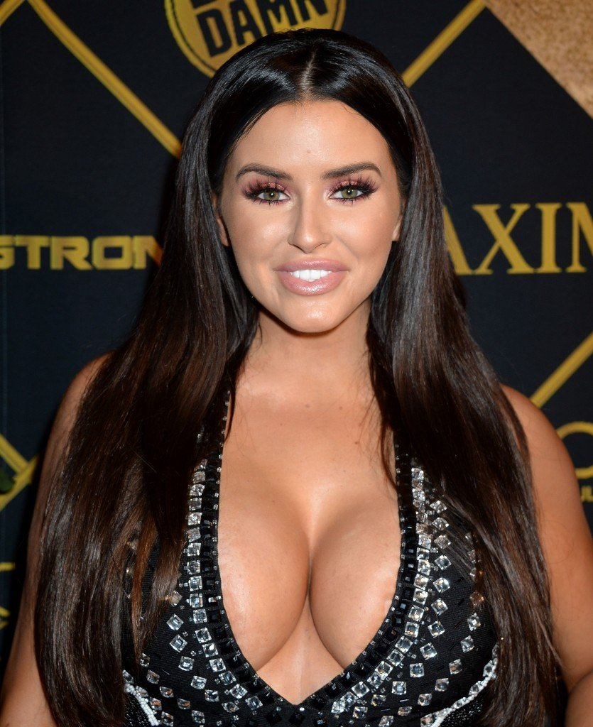Abigail Ratchford Cleavage 16