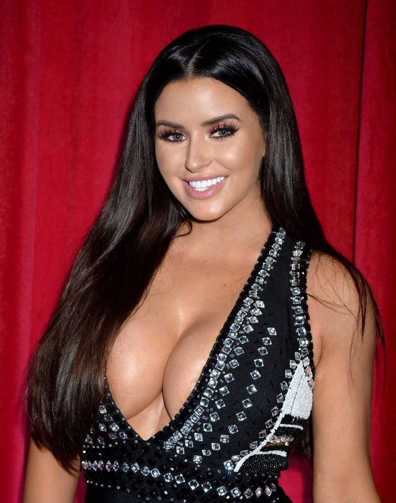 Abigail Ratchford Cleavage 2