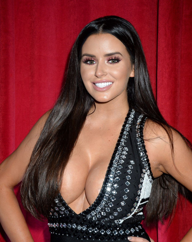 Abigail Ratchford Cleavage 5