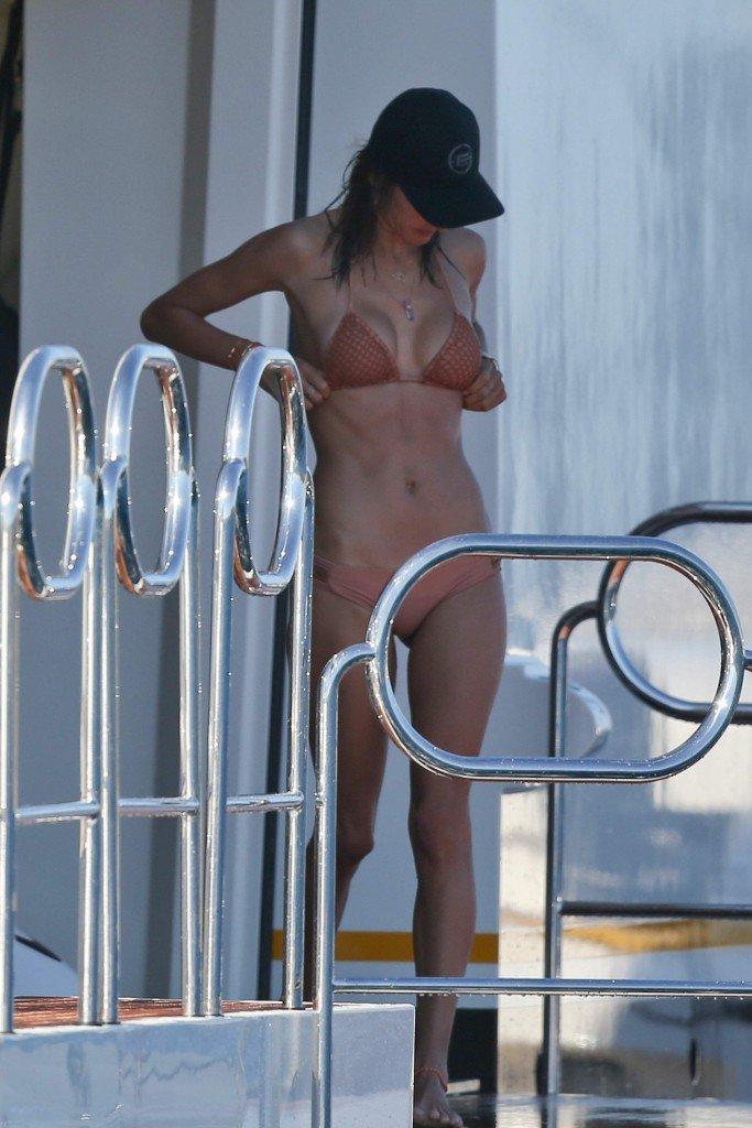 Alessandra Ambrosio Sexy 8