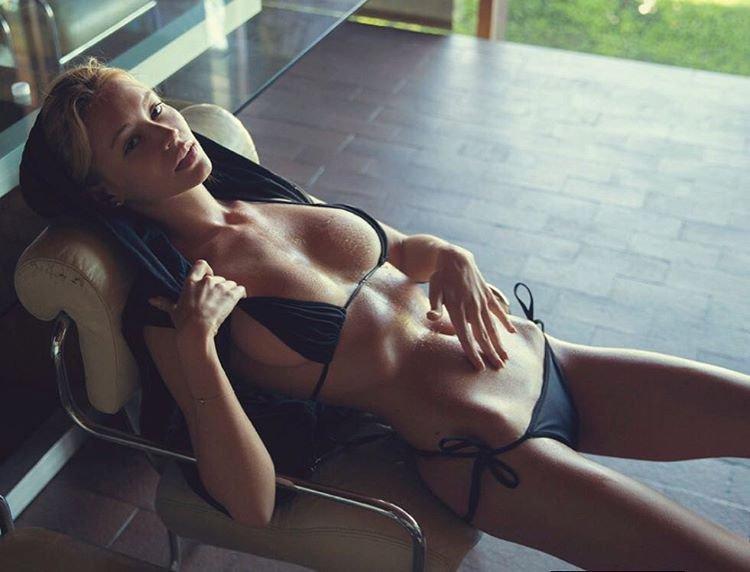 Bryana Holly Nude & Sexy (18 Photos)