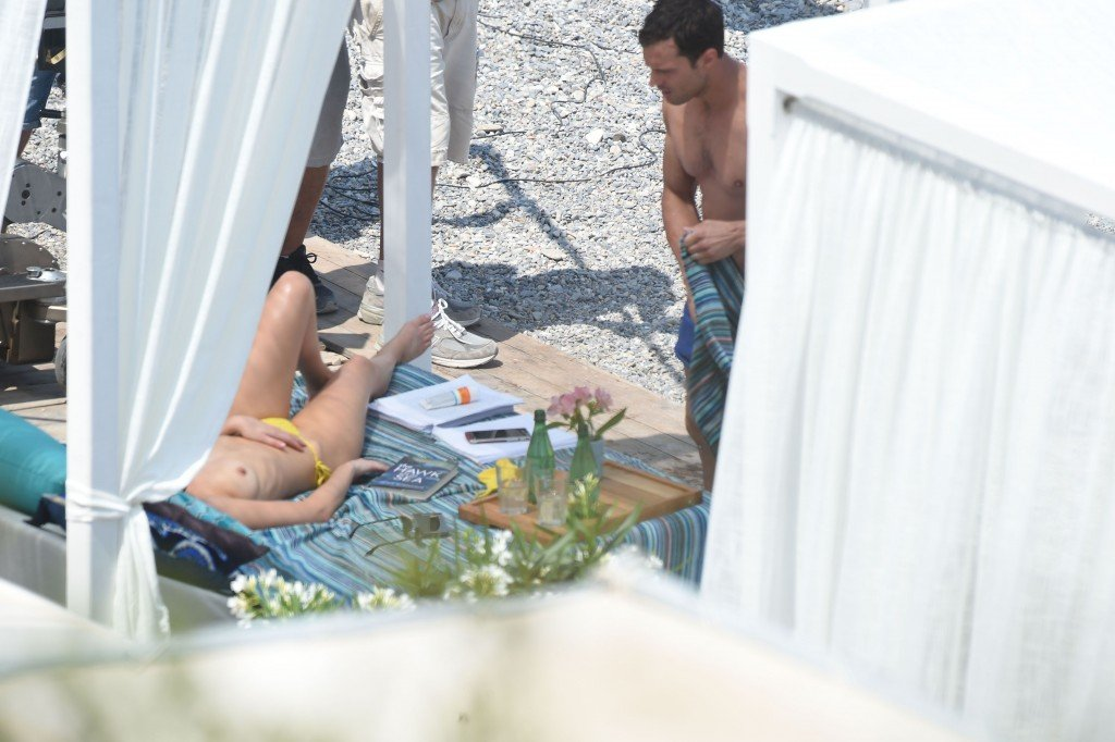 Dakota Johnson Sexy & Topless (35 Photos) | #TheFappening