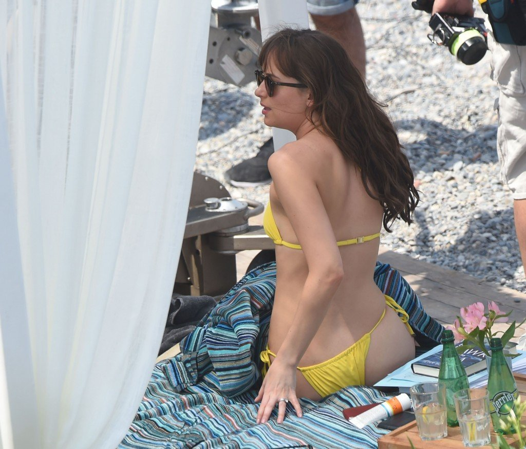 dakota johnson hot
