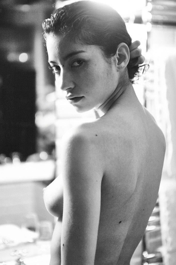 Emilie Payet Nude (6 Photos)