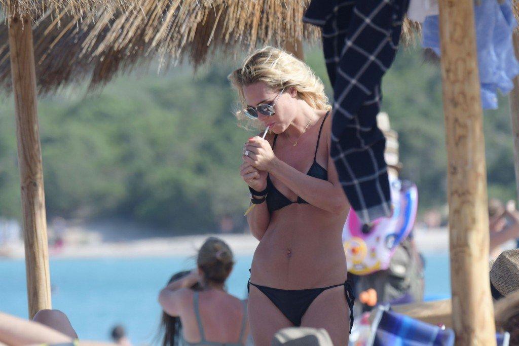 Ilary Blasi in a Bikini (29 Photos)