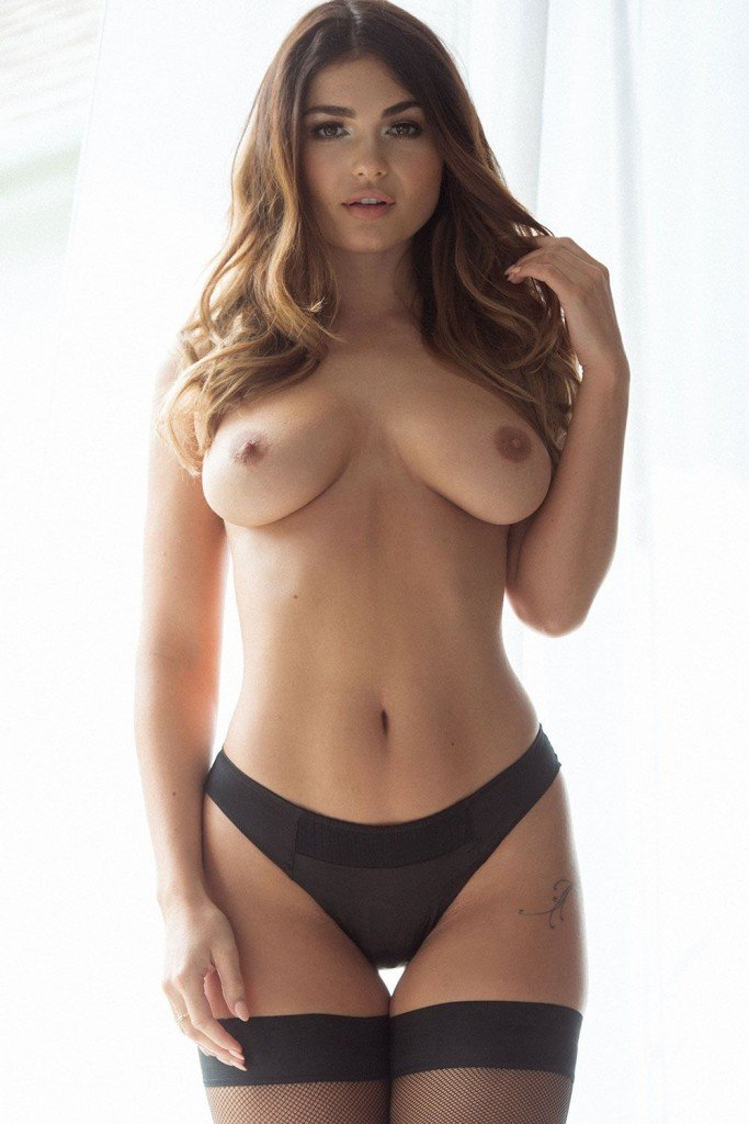 India Reynolds Sexy Topless Pics 2