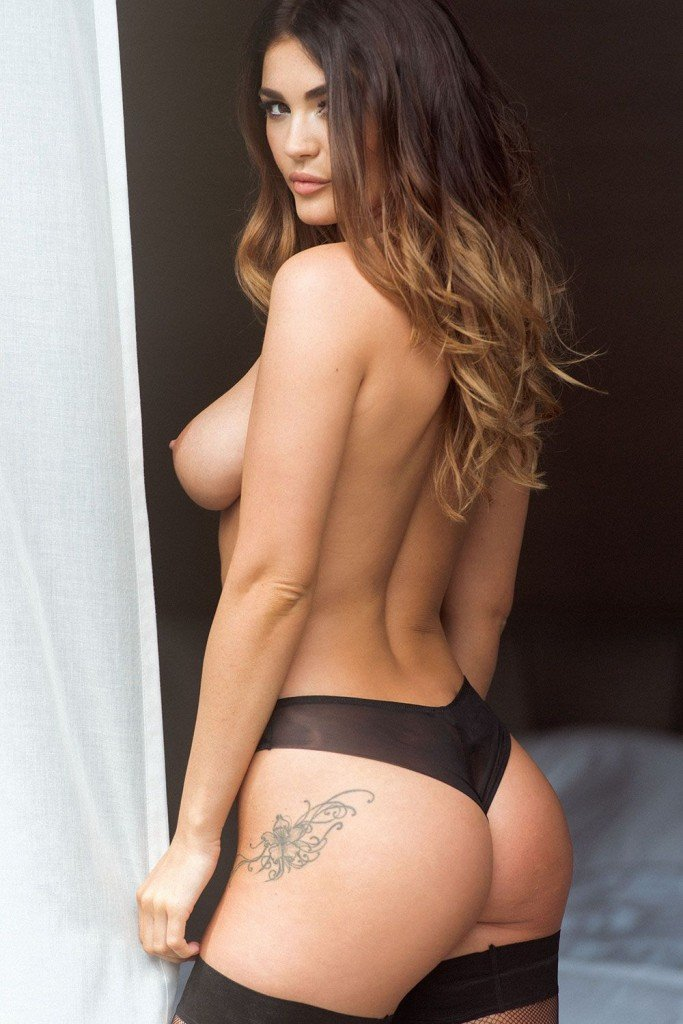 India Reynolds Topless and Sexy (4 Photos)