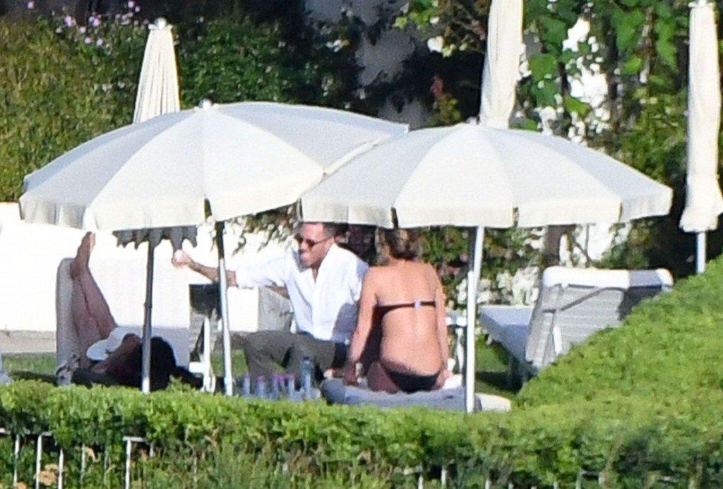 Jennifer Aniston Sexy & Topless (61 Photos)