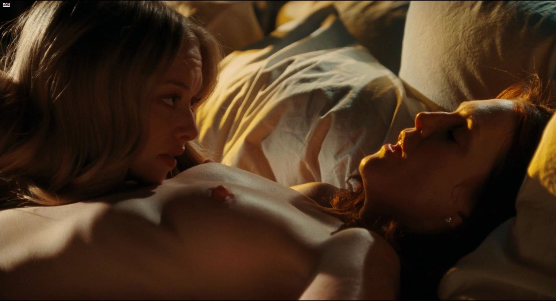 Amanda seyfried and julianne moore sex