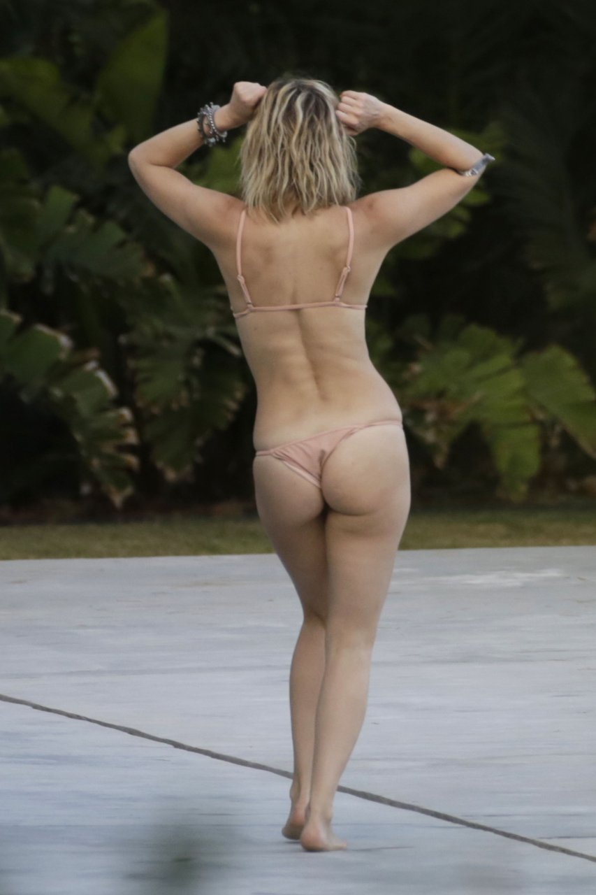 kate hudson completely naked