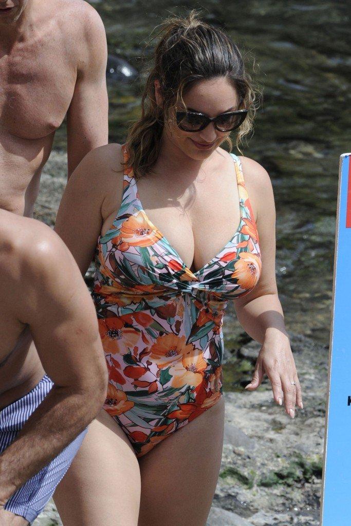 Kelly Brook Sexy (68 Photos)