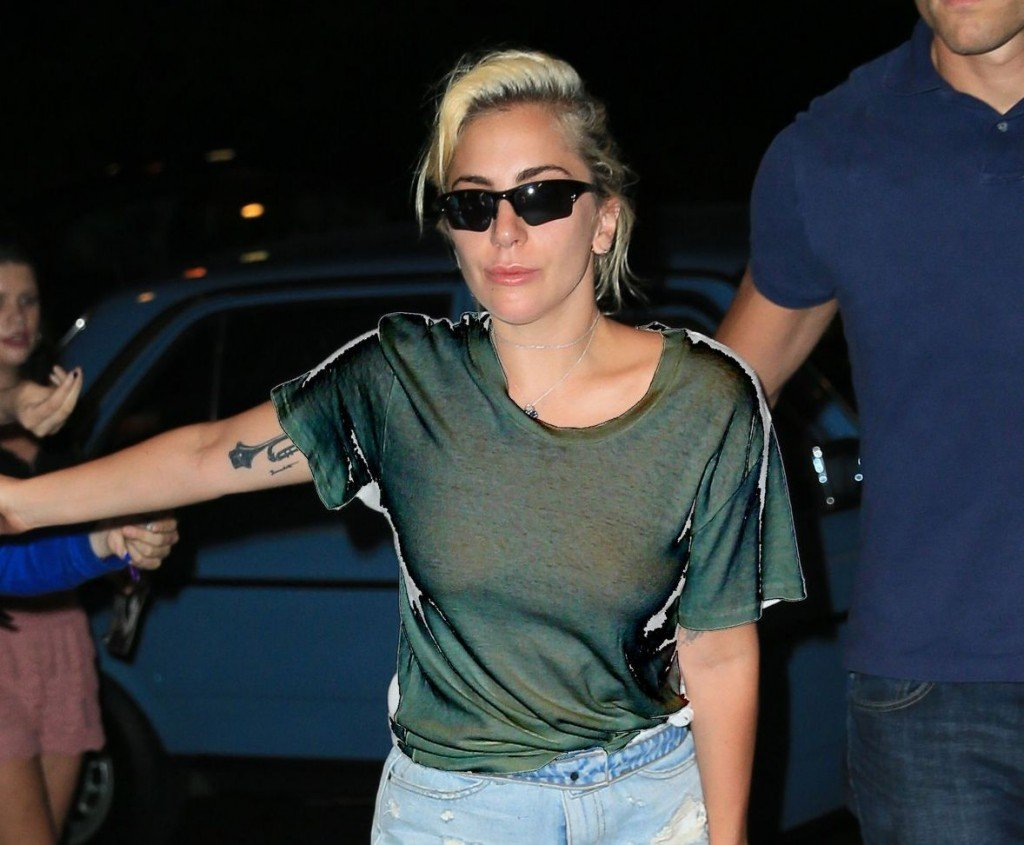 Lady Gaga Braless (2 Photos)