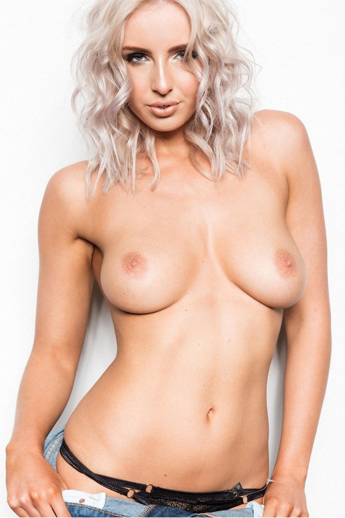 Lissy Cunningham Topless Page3 2
