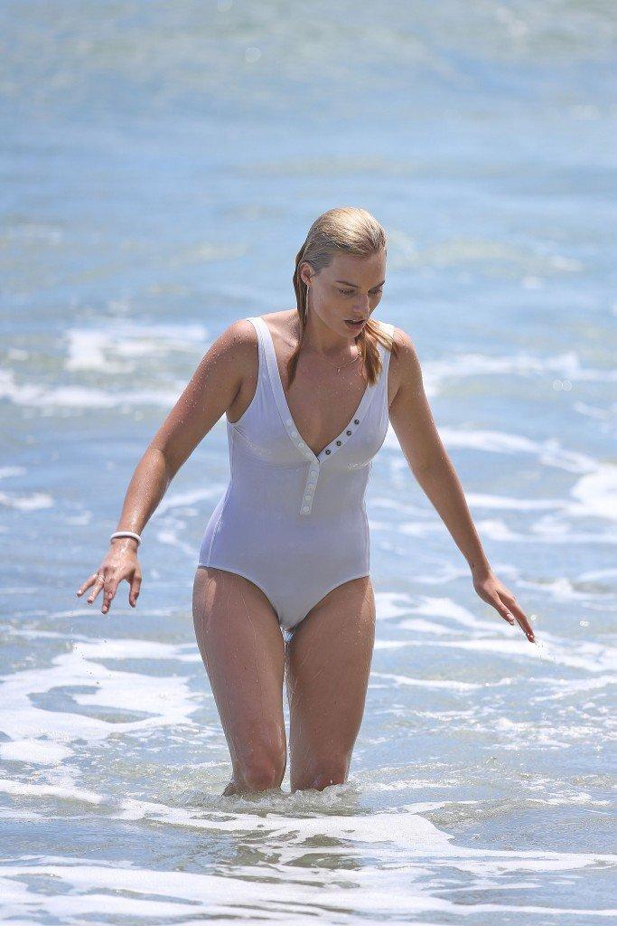 Margot Robbie Sexy 27