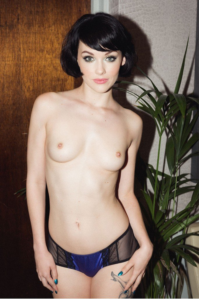 Mellisa Clarke Sexy and Topless (4 New Photos)