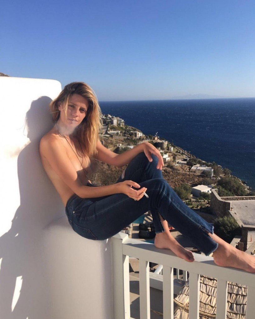 Mischa Barton Topless (1 Photo)