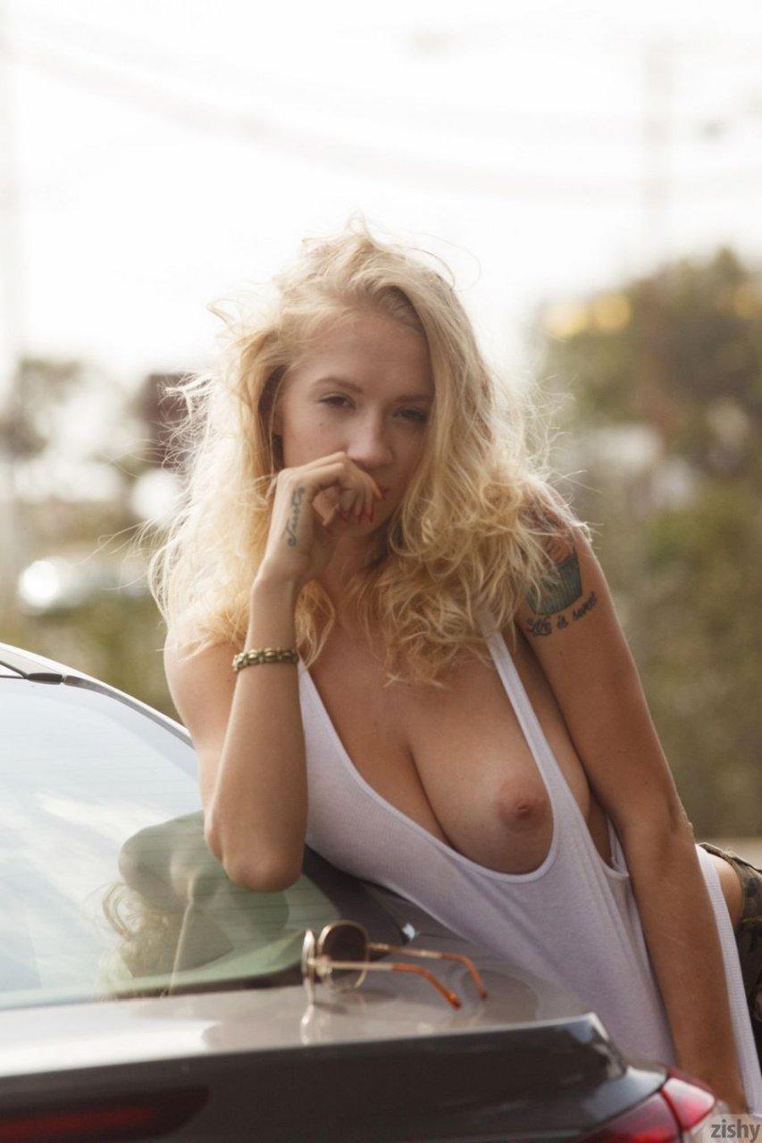braless tits