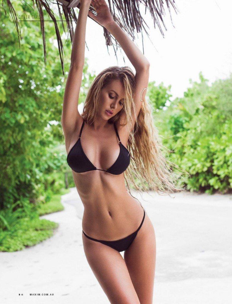 Renee Somerfield Sexy & Topless (9 Photos)
