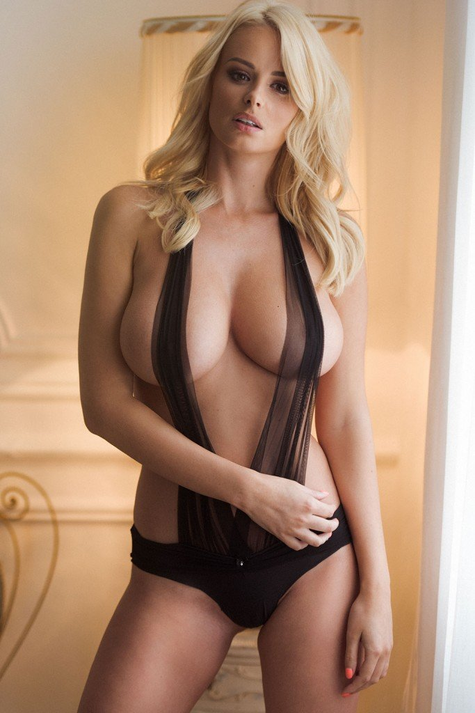 Rhian Sugden Sexy and Topless (4 Photos – Page3)
