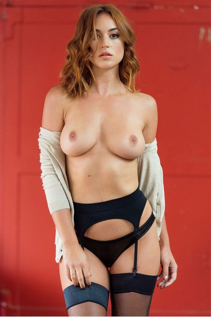 Rosie Jones Sexy & Topless 3
