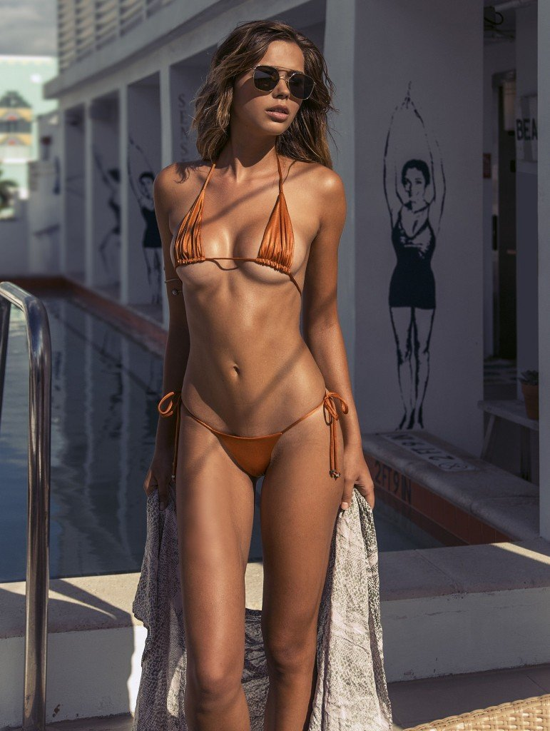 Sandra Kubicka Nude & Sexy 13