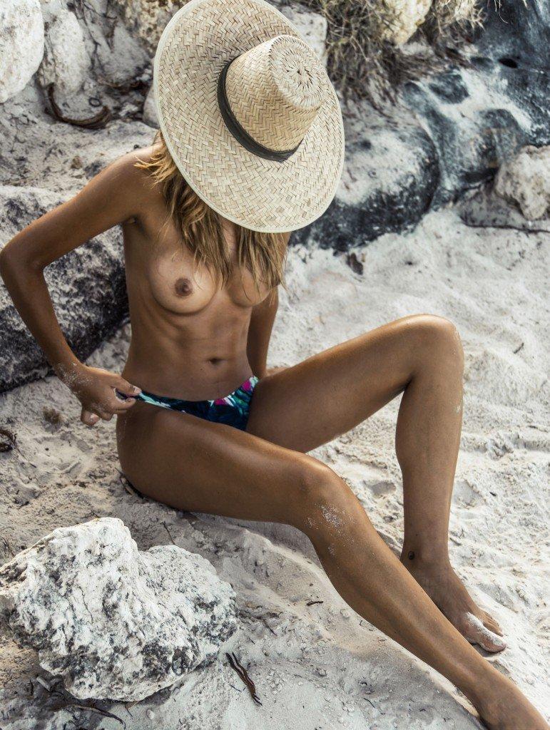 Sandra Kubicka Nude & Sexy 18