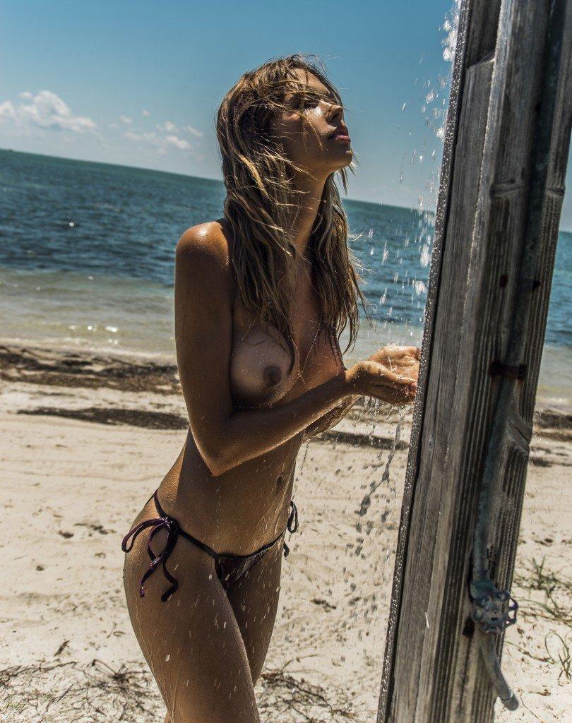 Sandra Kubicka Nude & Sexy 20