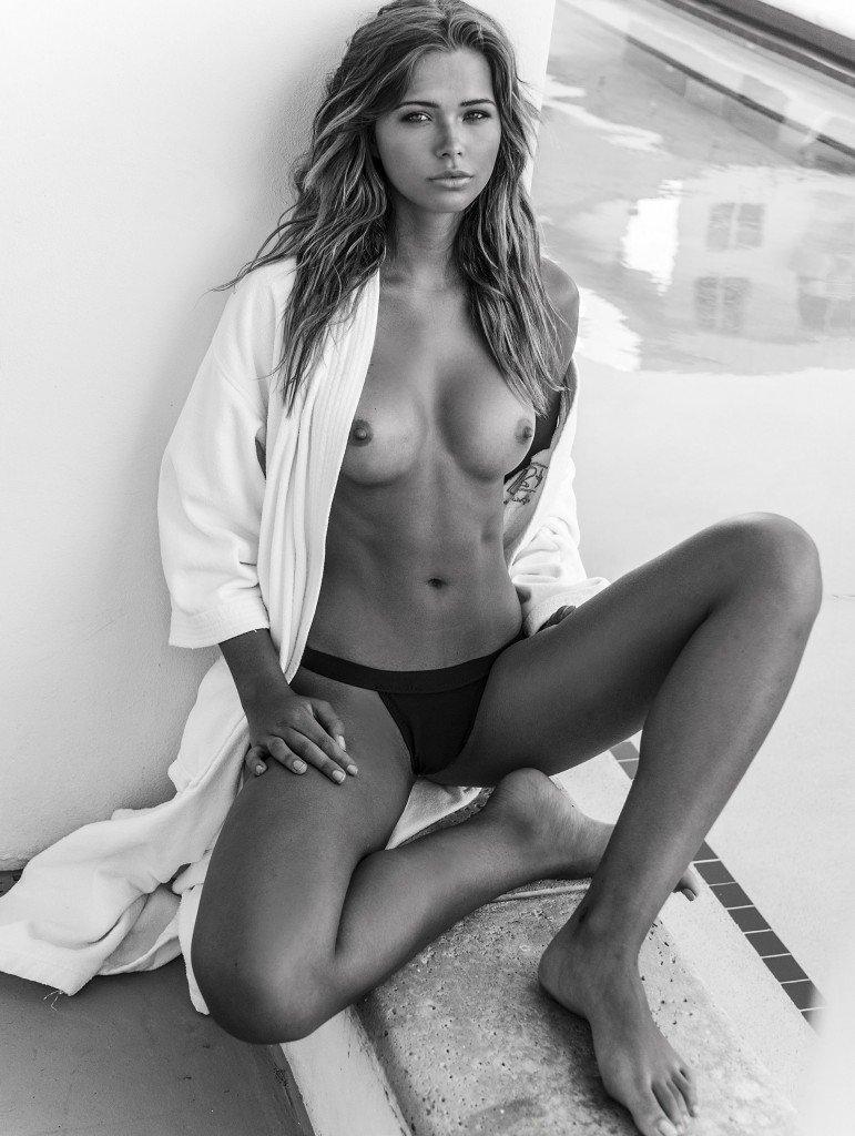 Sandra Kubicka Nude & Sexy 22