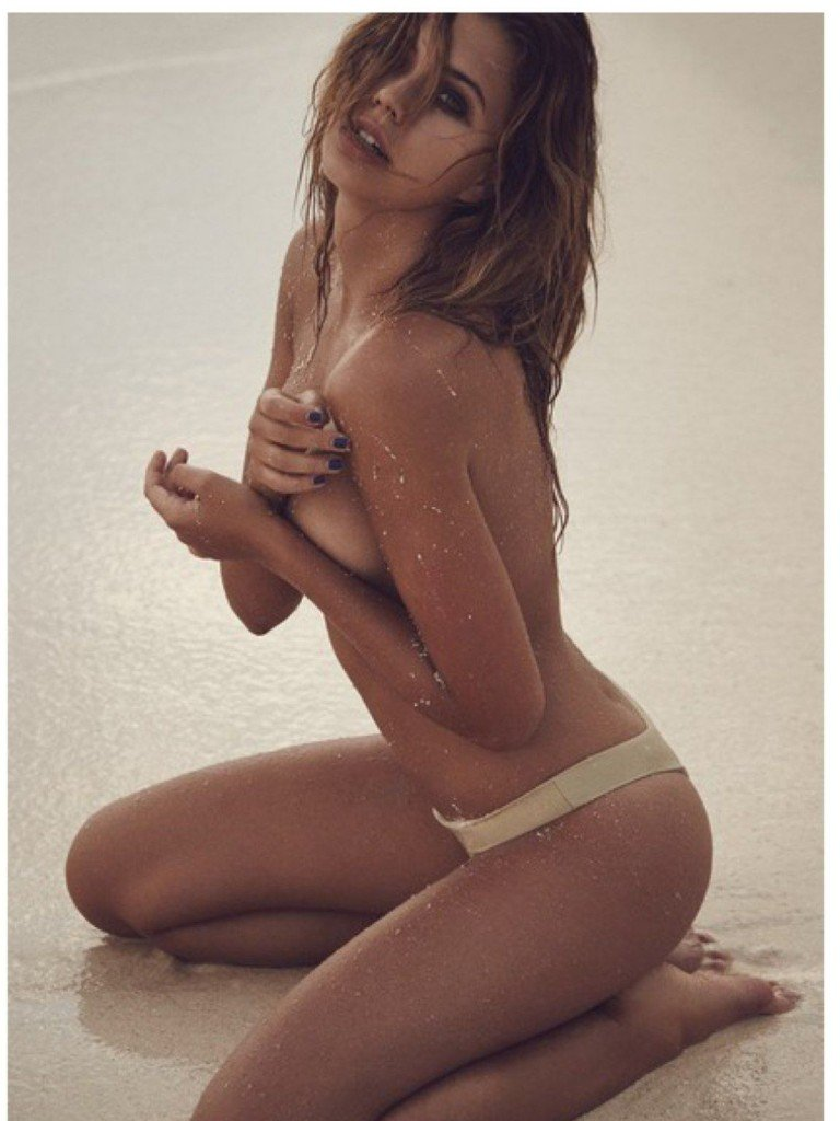 Sandra Kubicka Topless 1