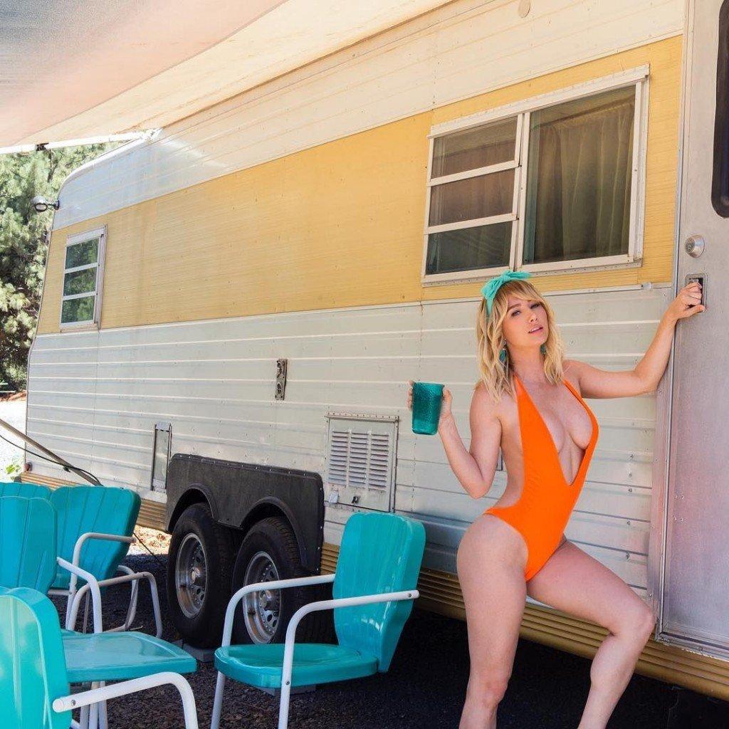 Sara Underwood Nude & Sexy (14 Photos + 2 Videos)