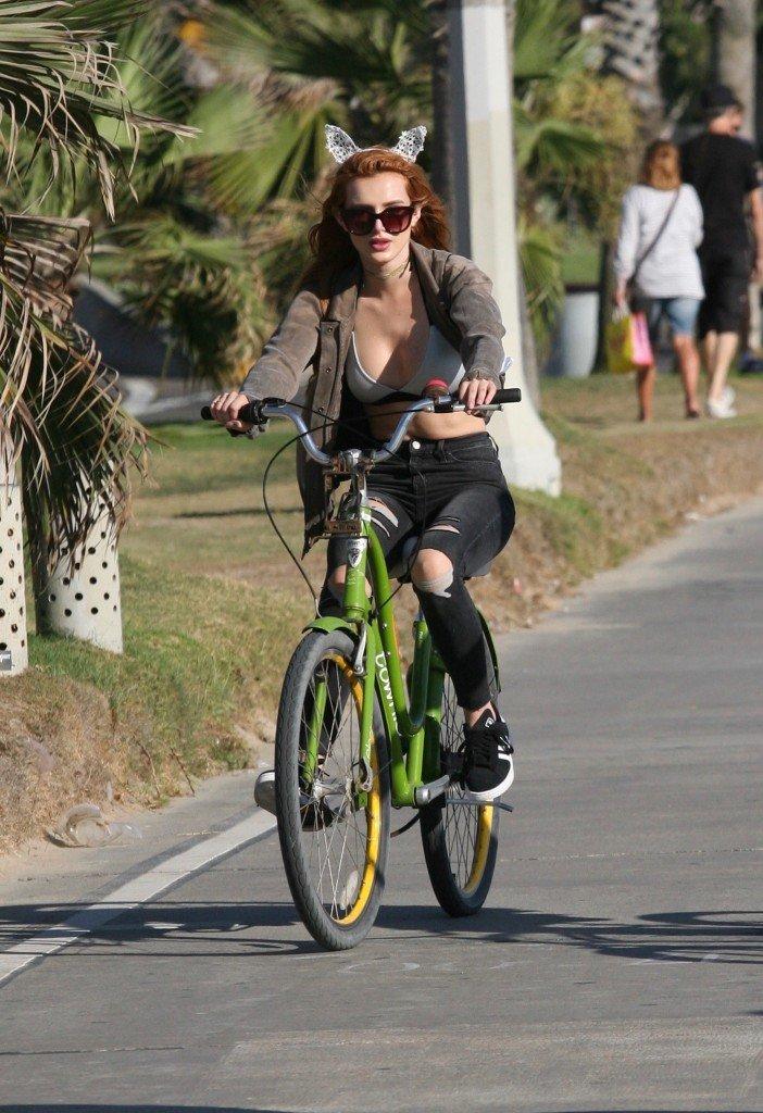 Bella Thorne Sexy (21 Photos)