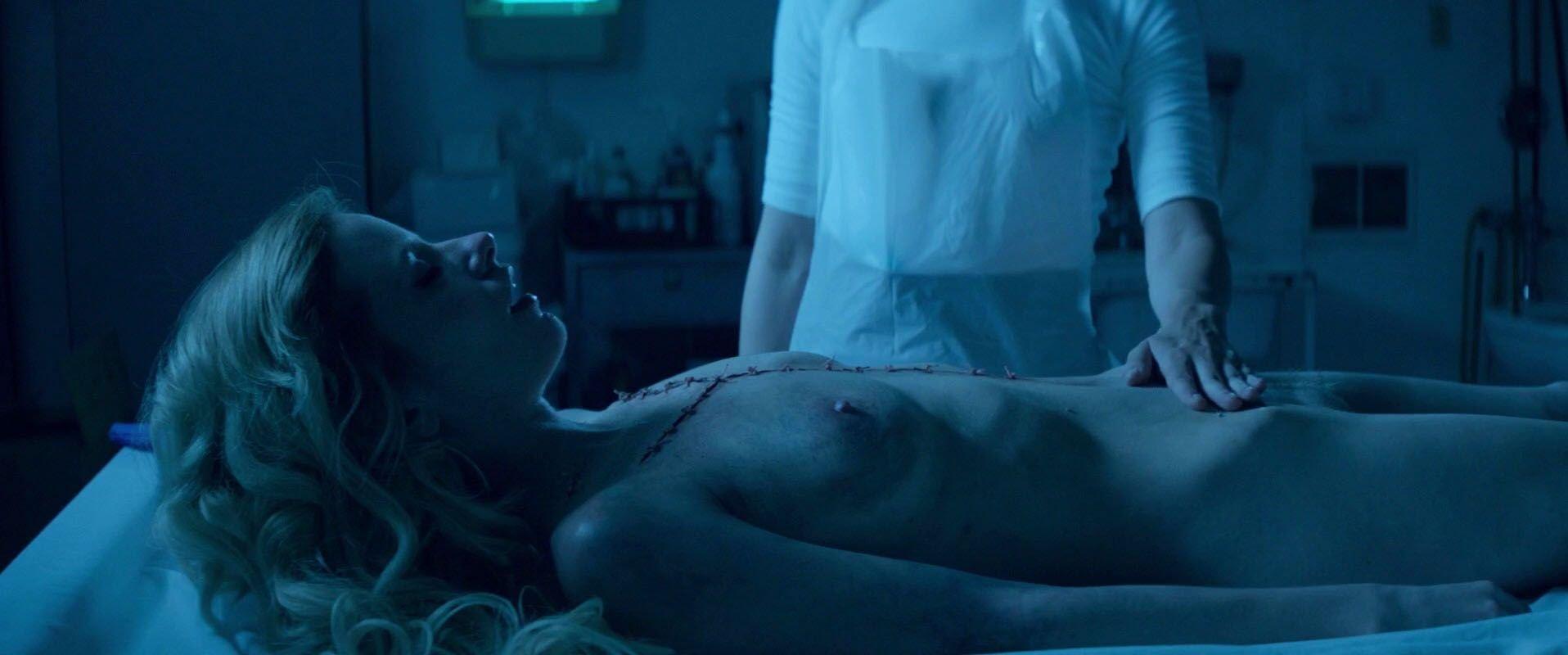 Malone  nackt Jena Elle Fanning