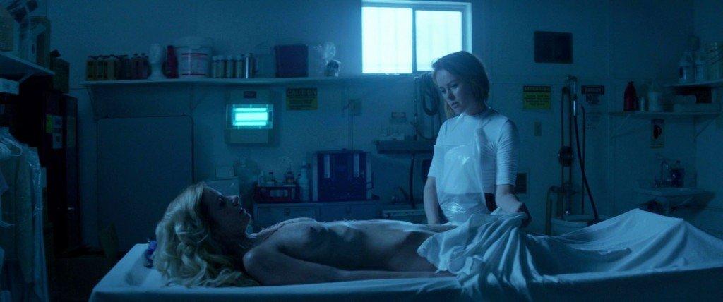 Cody Renee Cameron Nude – The Neon Demon (2016) HD 1080p