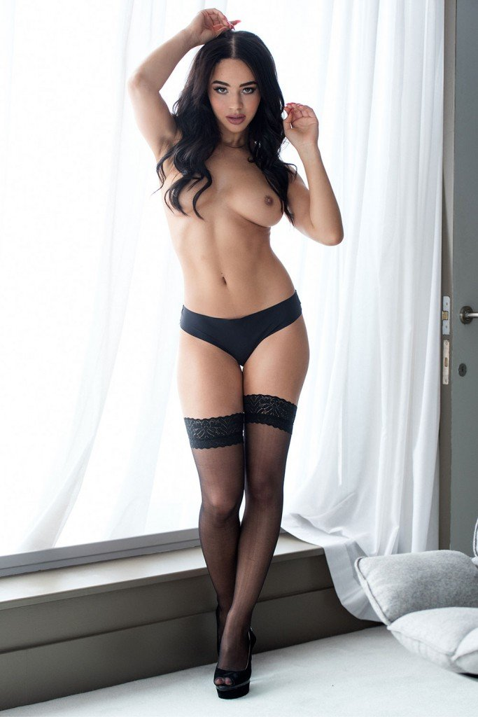 Courtnie Quinlan Sexy & Topless (4 Hot Photos – Page 3)