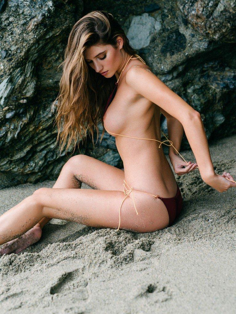 Elizabeth Elam Sexy & Topless (13 Photos)