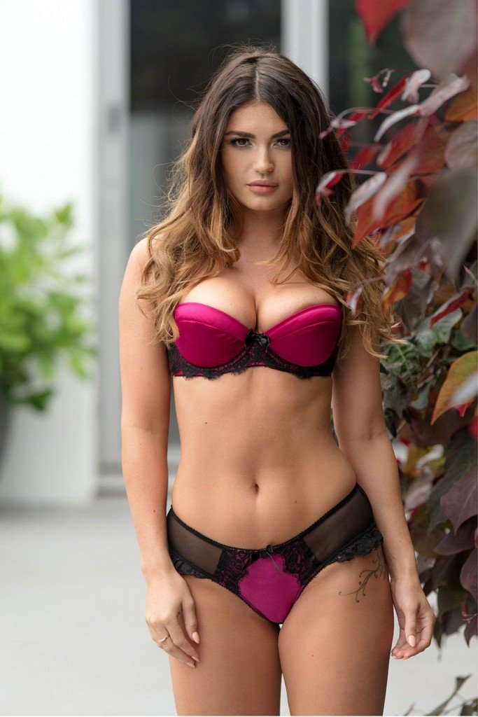 India Reynolds Sexy and Topless (4 Hot Photos)