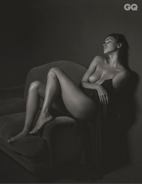 Nude girl masterbatting